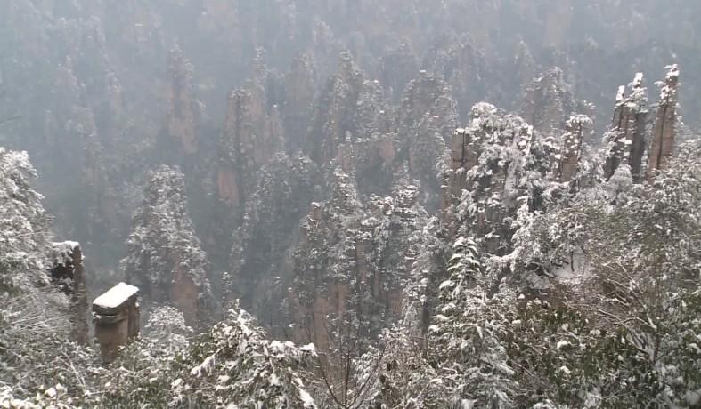【视频】武陵源:游人赏冰雪峰林   享南国雪趣