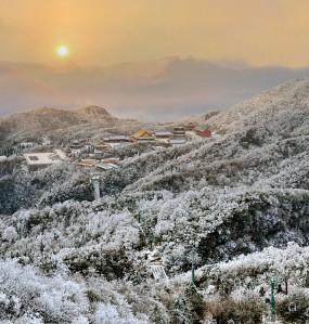 天门山:冬日云海 雪后雾凇