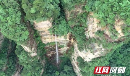 張家界武陵源:驚現峰林飛瀑奇觀