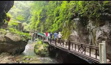 中秋假期张家界短途周边游升温  游客游山玩水乐享欢乐假期