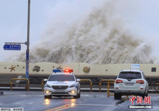 """台风""""康妮""""席卷日本 北海道遭狂风暴雨侵袭"""