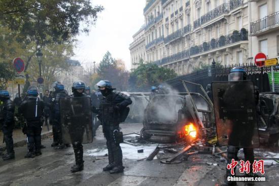 法国官方严密戒备巴黎新一轮示威