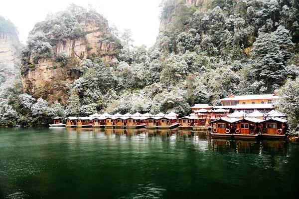 张家界宝峰湖景区迎新年首雪