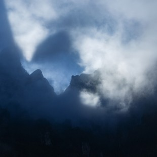 雨雾天门山