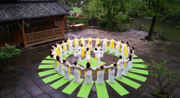 【春意盎然】张家界黄龙古寨瑜伽秀